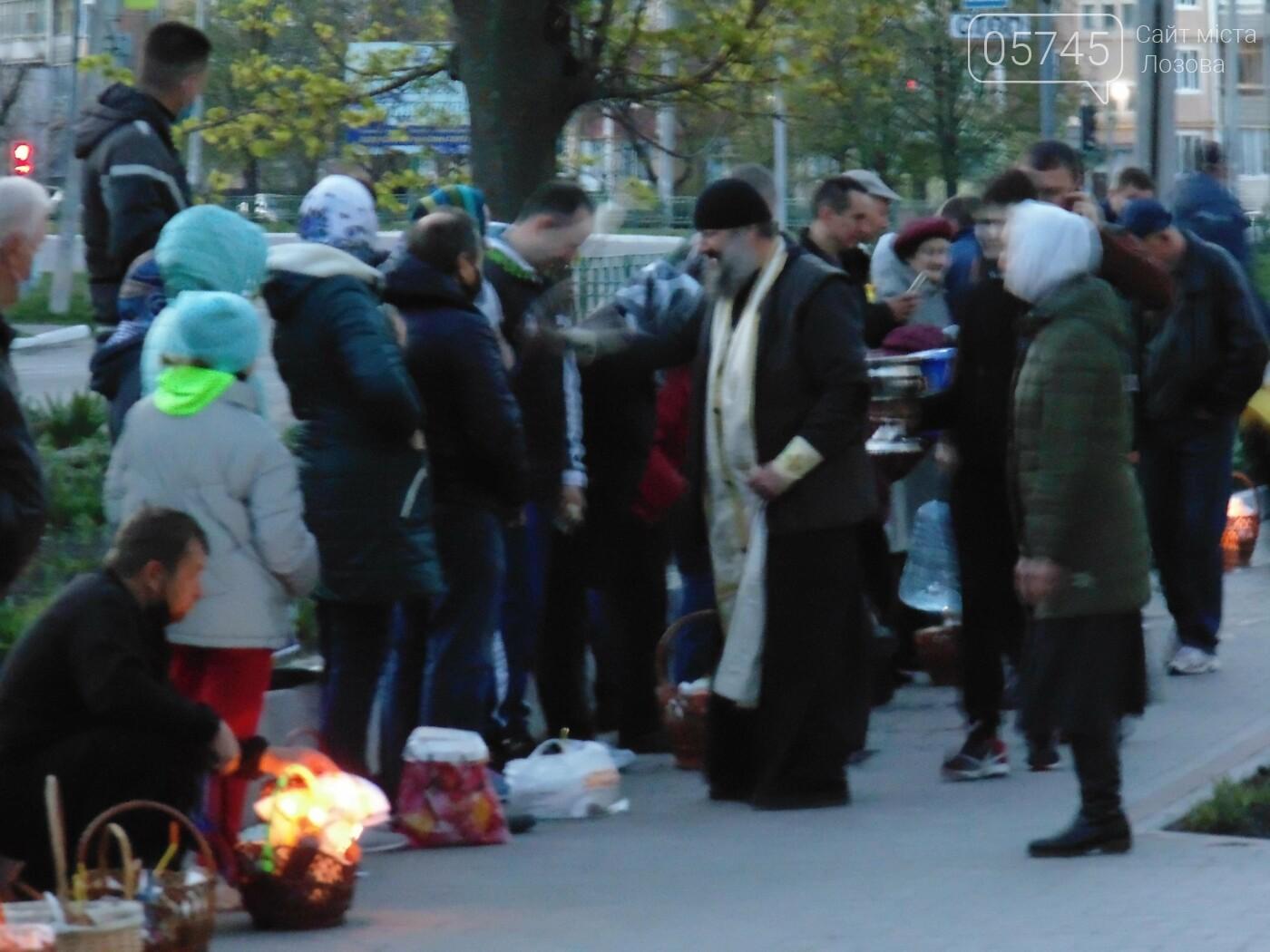 Карантинний Великдень: біля лозівських храмів освячували паски, фото-8