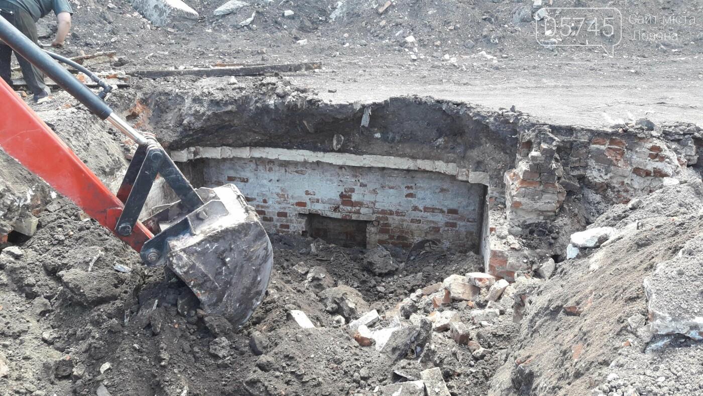Стара цегла і побілені стіни: у центрі Лозової розкопали довоєнні погреби, фото-2