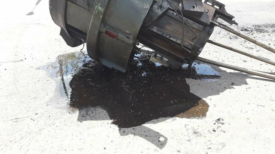 Перепона на дорозі: у Лозовій з вантажівки випав верстат, фото-4