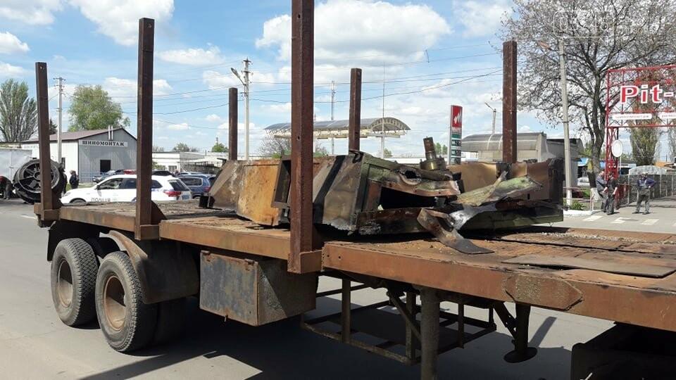 Перепона на дорозі: у Лозовій з вантажівки випав верстат, фото-6