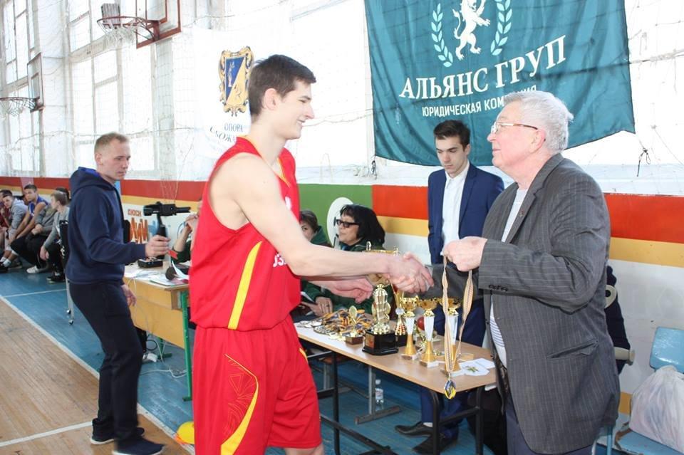 В Лозовой прошел XIX турнир по баскетболу среди мужских команд на призы В.И. Мельникова, фото-2