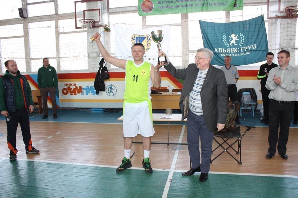 В Лозовой прошел XIX турнир по баскетболу среди мужских команд на призы В.И. Мельникова, фото-4