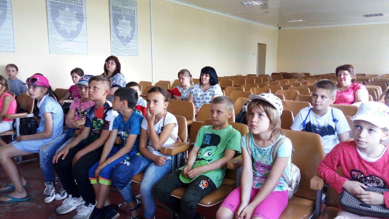 Лозовские полицейские провели в отделе экскурсию для детей, фото-2