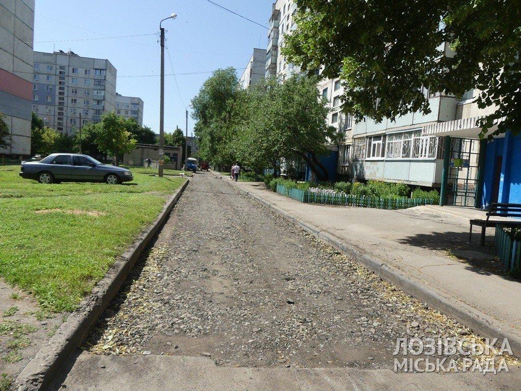 В Лозовой ремонтируют внутриквартальные дороги, фото-1