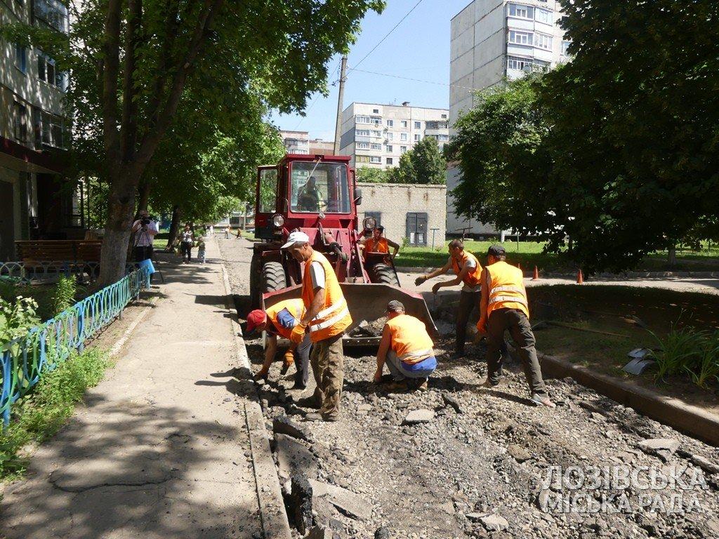 В Лозовой ремонтируют внутриквартальные дороги, фото-5