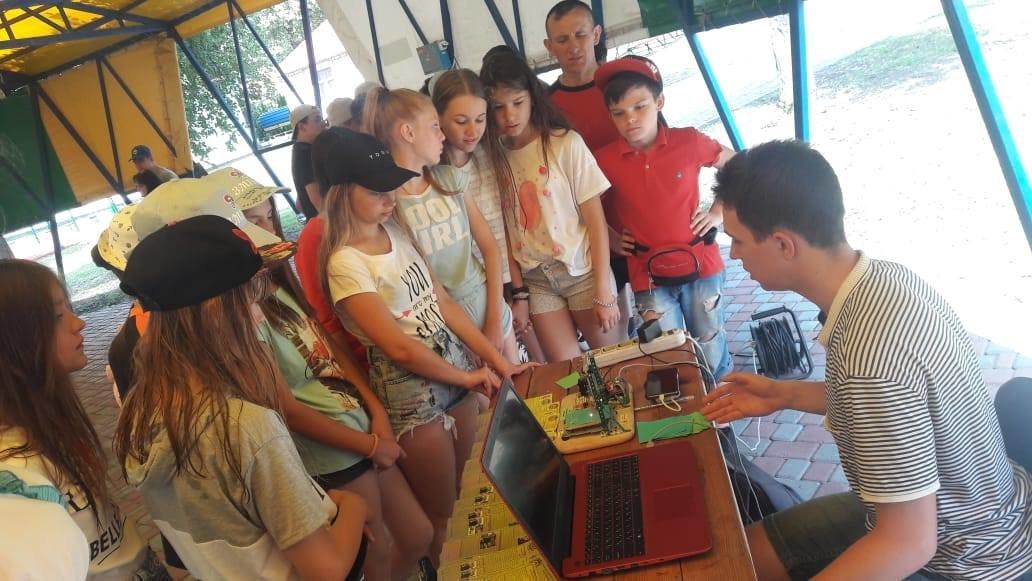 Игры, ребусы, мастер-классы. В Лозовой детей знакомили с миром профессий, фото-2