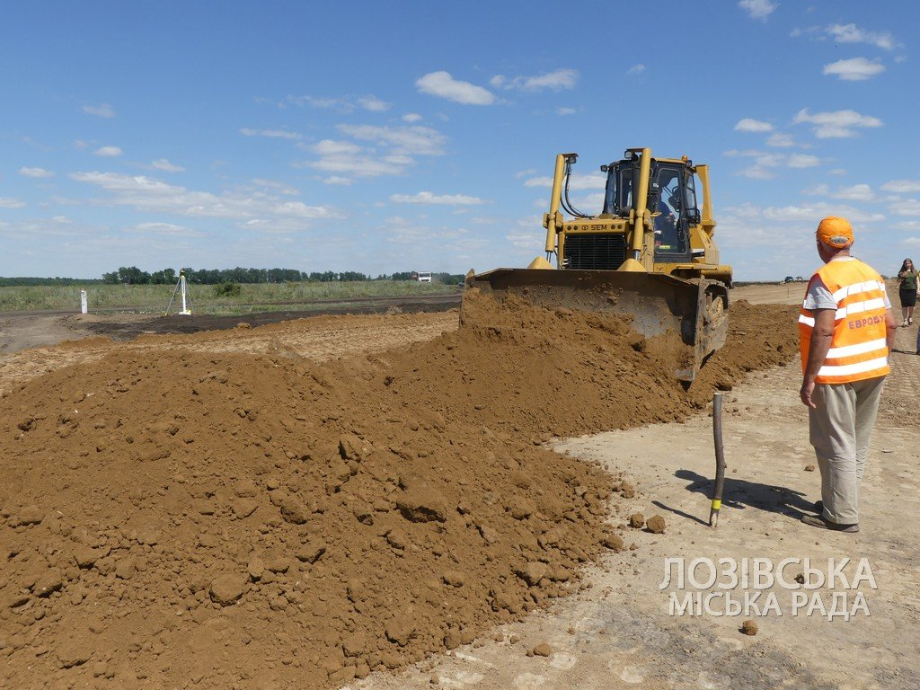 Для проверки хода строительства объездной дороги в Лозовую приезжала губернатор области Юлия Светличная, фото-3