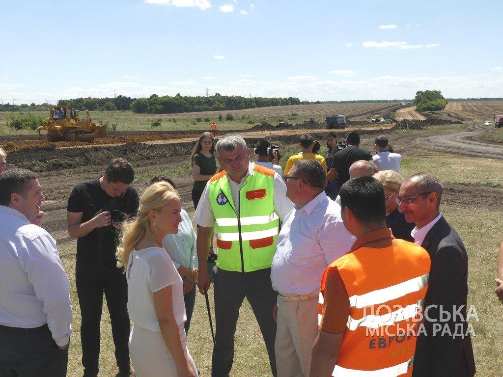Для проверки хода строительства объездной дороги в Лозовую приезжала губернатор области Юлия Светличная, фото-14