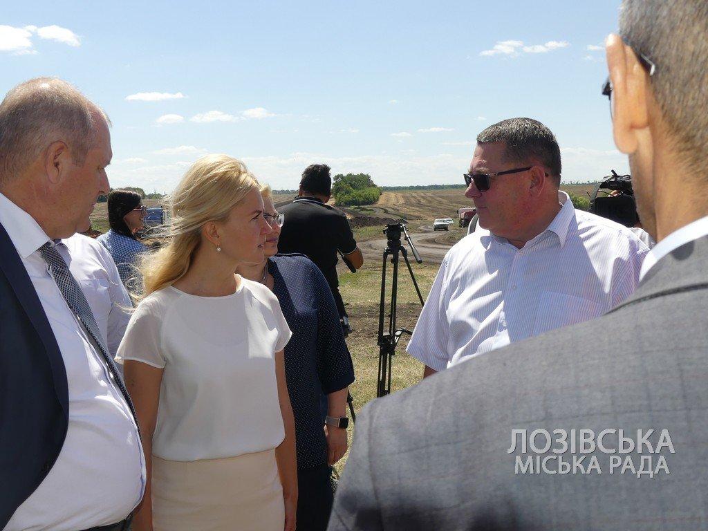 Для проверки хода строительства объездной дороги в Лозовую приезжала губернатор области Юлия Светличная, фото-16
