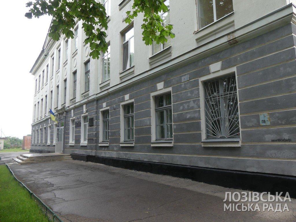В Панютинской школе №1 отремонтировали крышу и обновляют столовую , фото-1