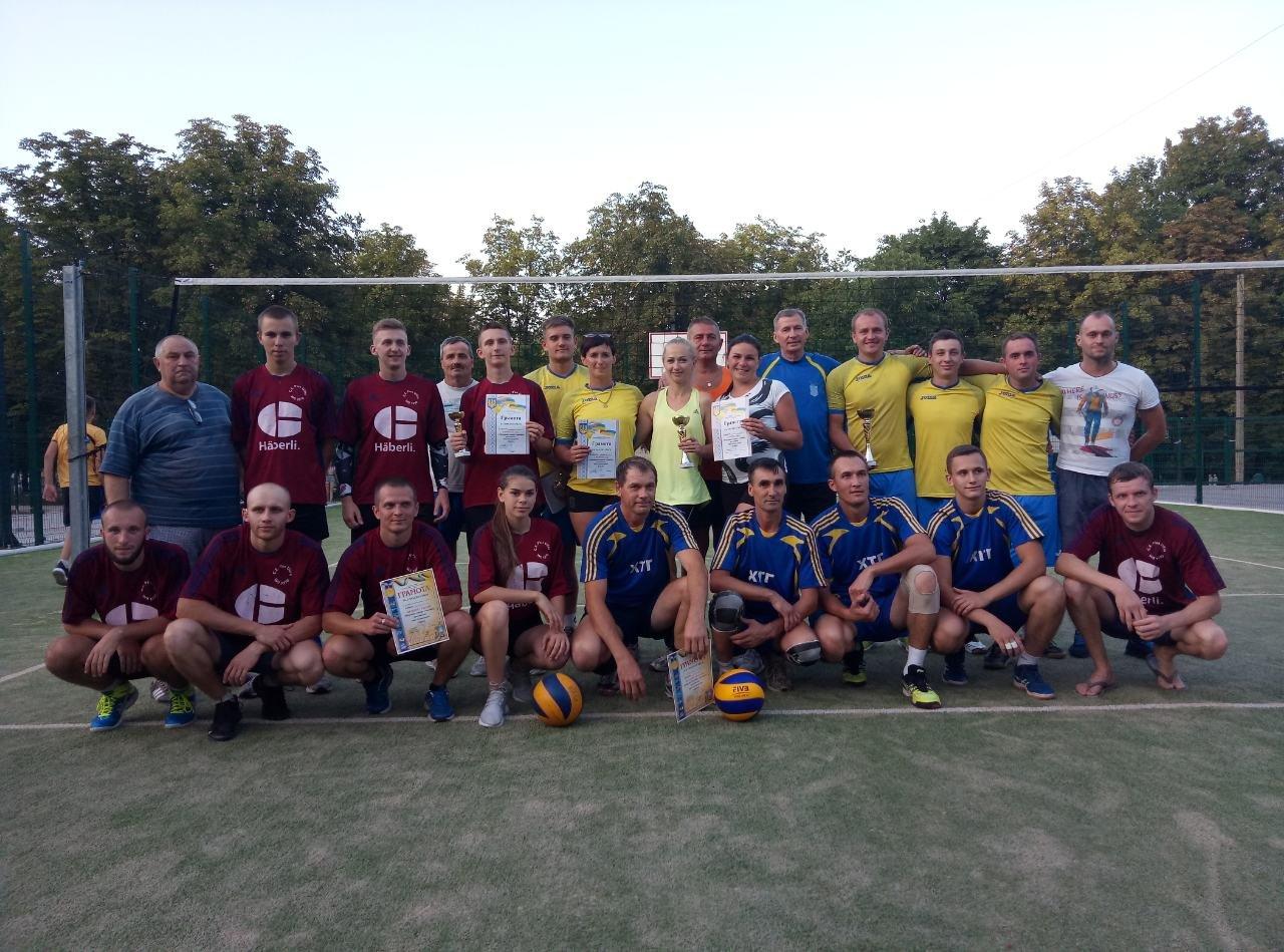 Волейболисты Лозовой на День Независимости состязались в Открытом турнире , фото-1