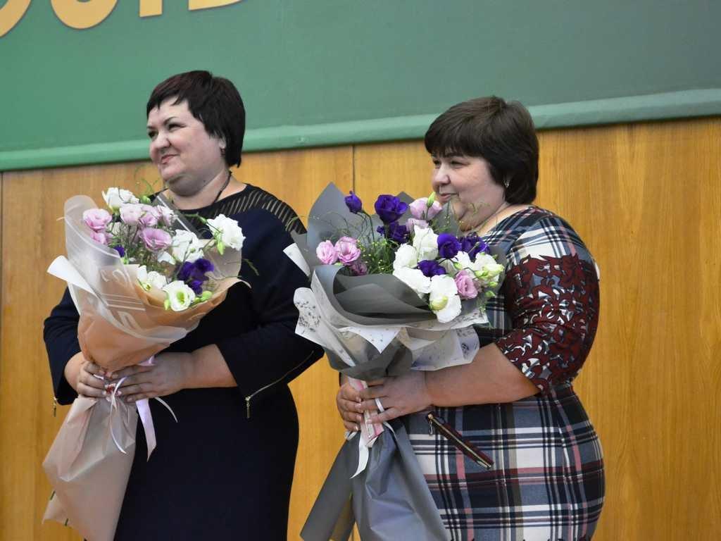 Лозовских работников сферы образования поздравили с профессиональным праздником, фото-9