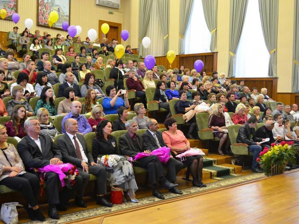 Лозовских работников сферы образования поздравили с профессиональным праздником, фото-2