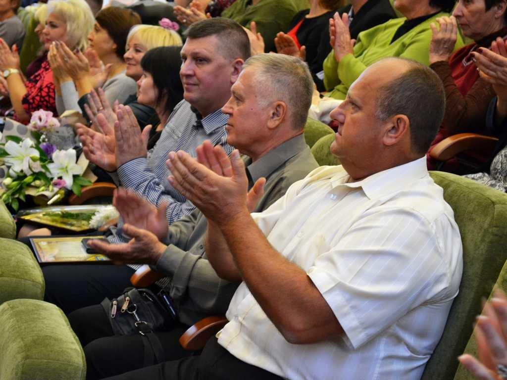 Лозовских работников сферы образования поздравили с профессиональным праздником, фото-4