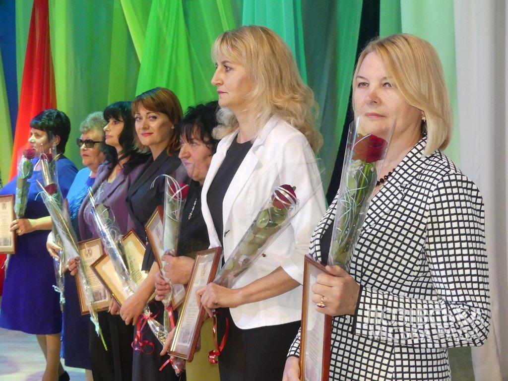 Лозовских работников сферы образования поздравили с профессиональным праздником, фото-18