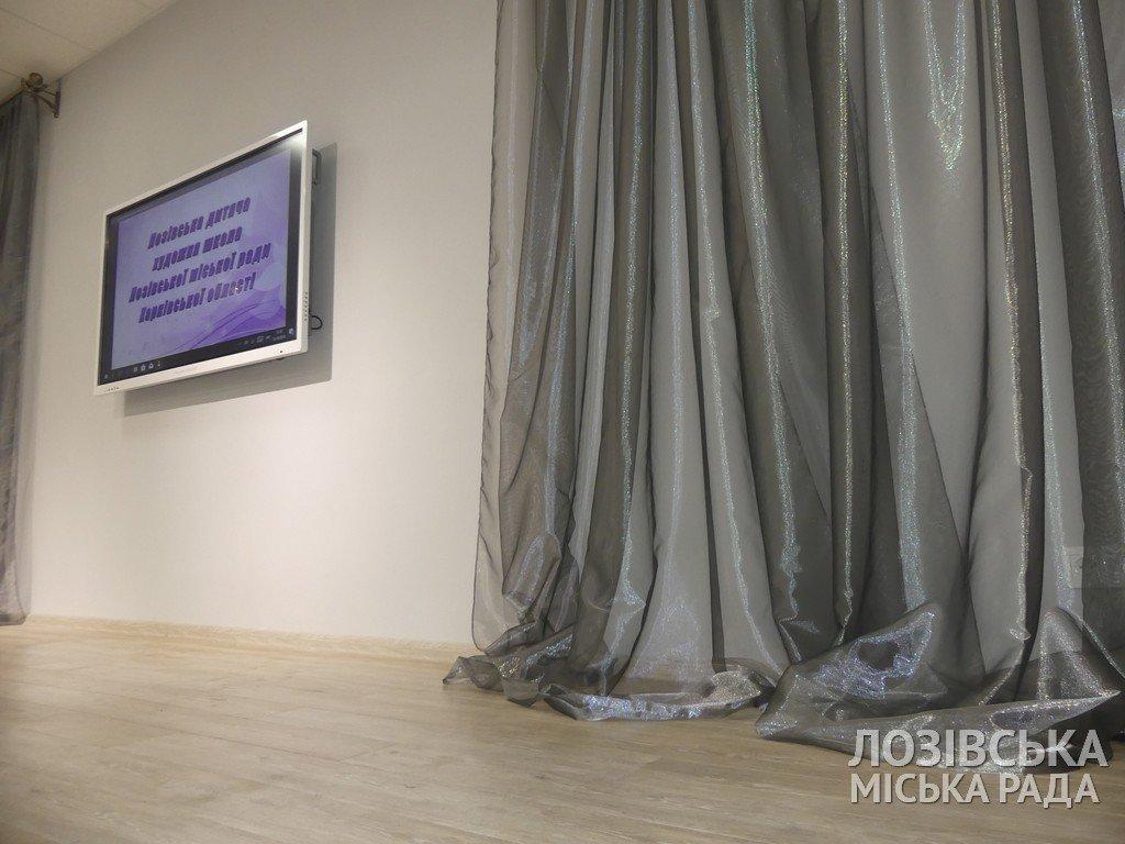 В Лозовской художественной школе торжественно открыли экспозиционный зал, фото-1
