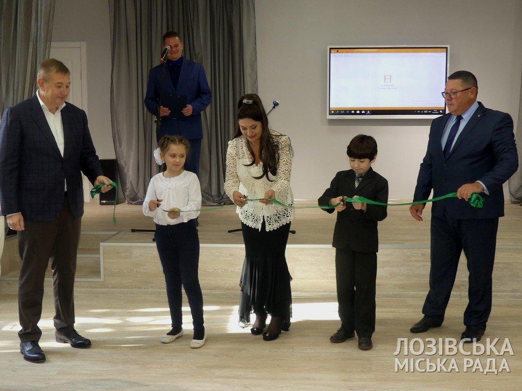 В Лозовской художественной школе торжественно открыли экспозиционный зал, фото-8