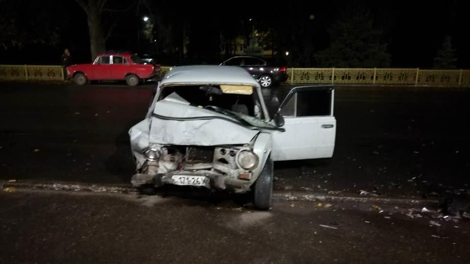 Под Лозовским горсоветом произошло  столкновение 2 автомобилей. Есть пострадавшие (Видео), фото-1
