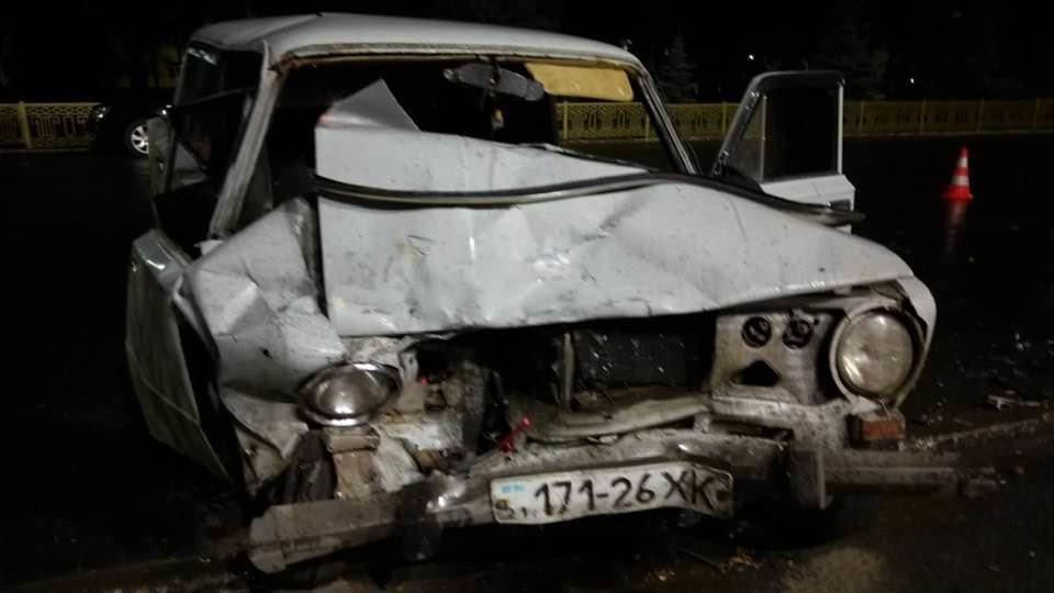 Под Лозовским горсоветом произошло  столкновение 2 автомобилей. Есть пострадавшие (Видео), фото-3