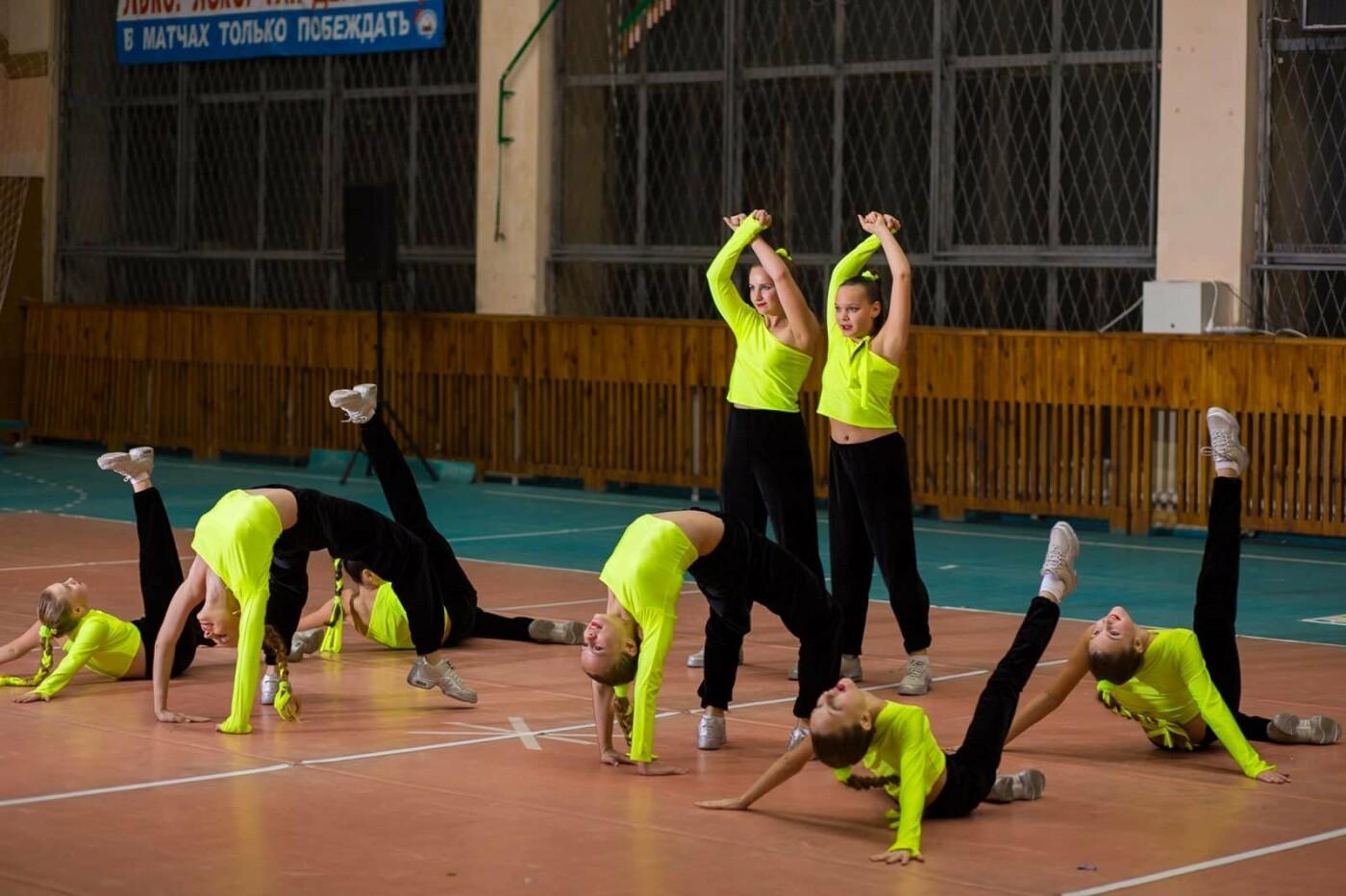 Команда лозовских спортсменок завоевала призы по чирлидингу, фото-1