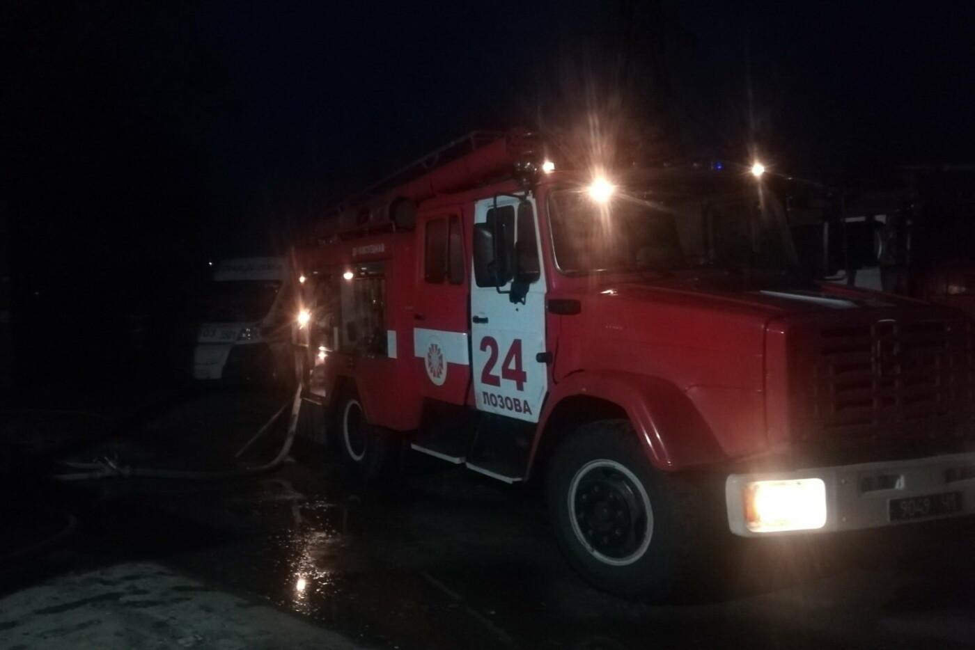 В Лозовой горела квартира, спасатели эвакуировали 22 человека, фото-2