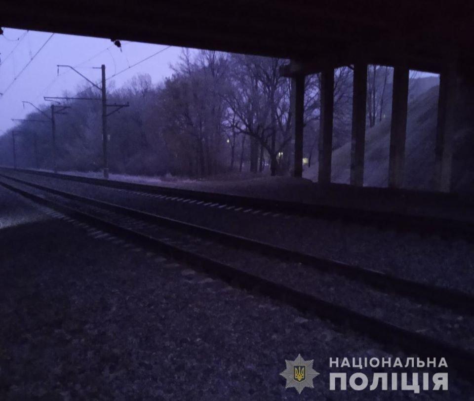 В Лозовой на железной дороге травмировалась женщина: пострадавшая в коме, фото-1