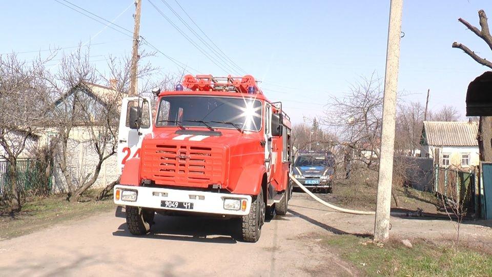 В Лозовой, в одном из дворов, сгорела крыша летней кухни, фото-2