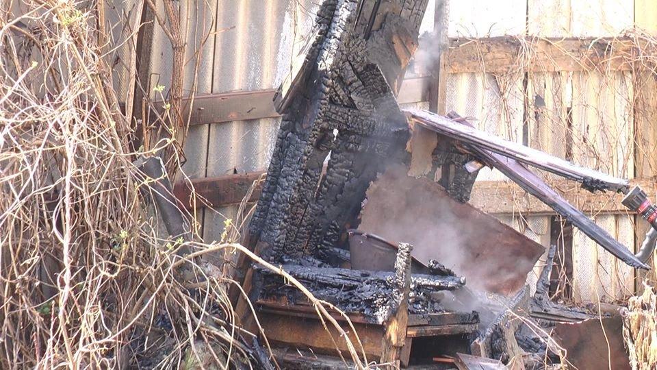 В Лозовой, в одном из дворов, сгорела крыша летней кухни, фото-4