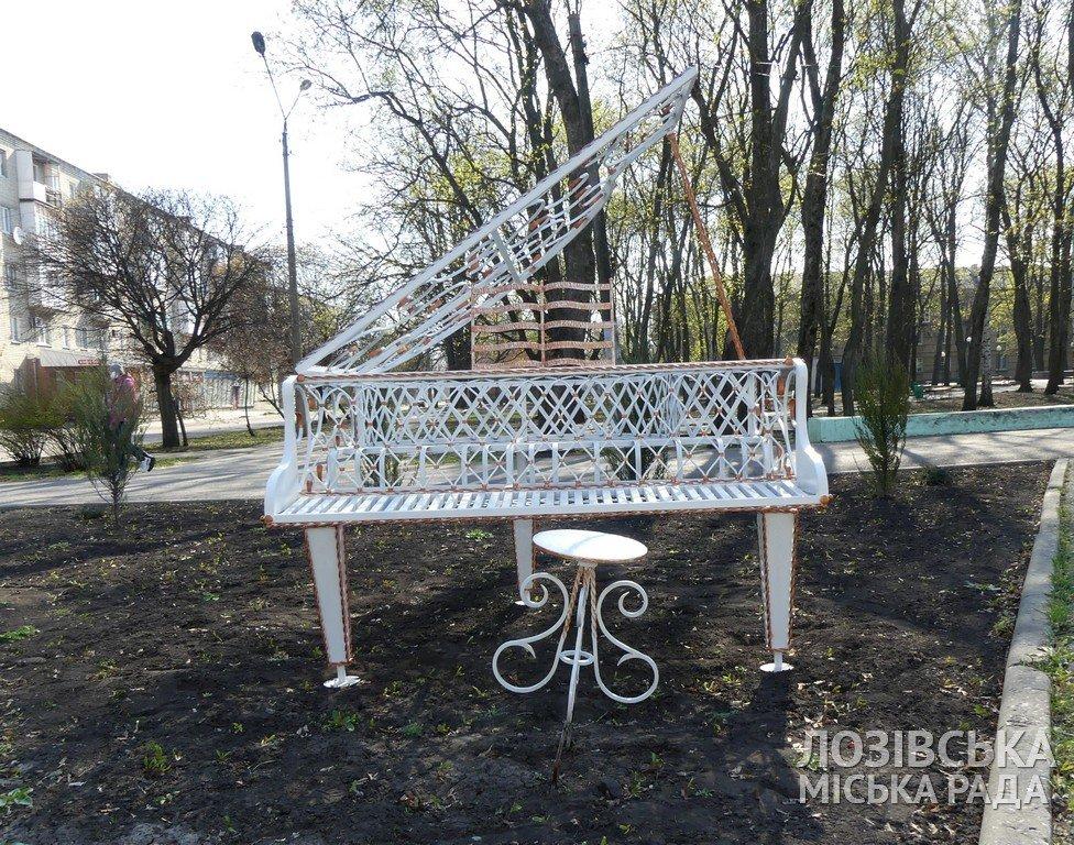 В Лозовой появились новые уличные арт-объекты, фото-1