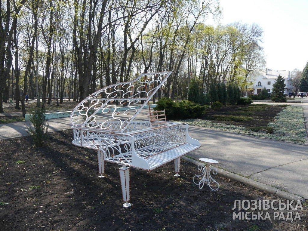 В Лозовой появились новые уличные арт-объекты, фото-2