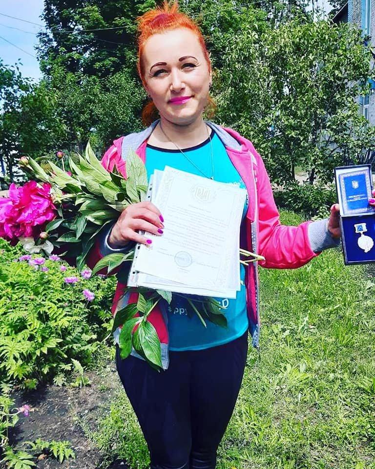 За любовь к ученикам и профессии: педагогу Лозовщины вручили награду, фото-1
