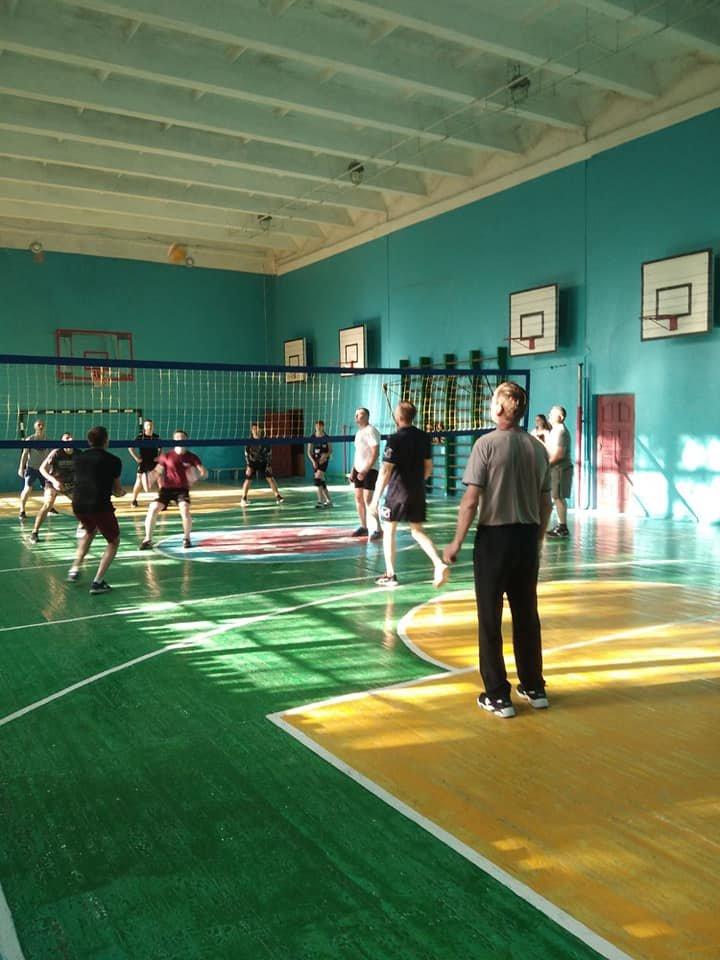 Сборная АТО против учителей и школьников: в Лозовой прошел волейбольный турнир, фото-2