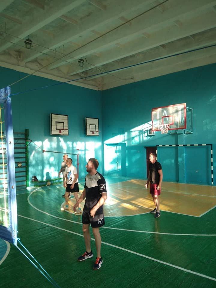 Сборная АТО против учителей и школьников: в Лозовой прошел волейбольный турнир, фото-1