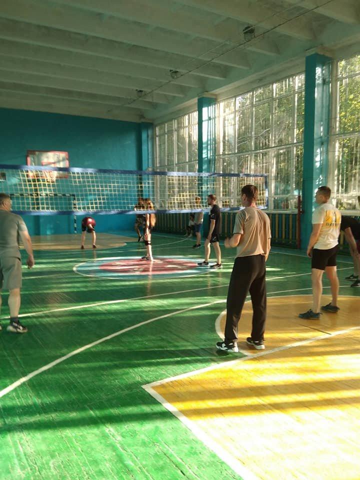 Сборная АТО против учителей и школьников: в Лозовой прошел волейбольный турнир, фото-3