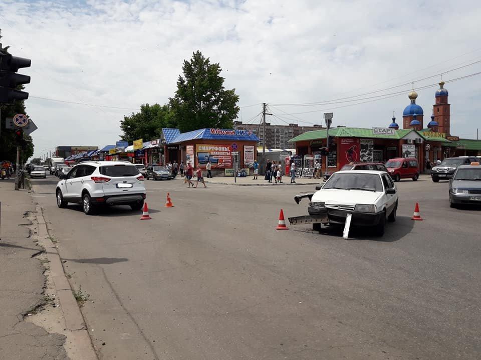 ДТП возле рынка: в Лозовой не разминулись две машины (ФОТО), фото-2