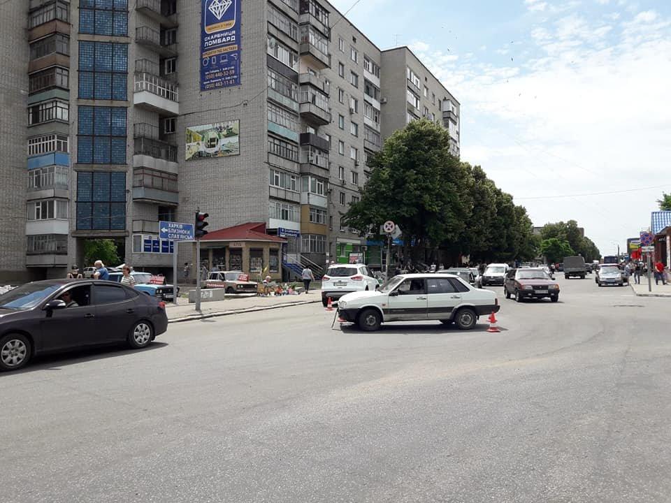 ДТП возле рынка: в Лозовой не разминулись две машины (ФОТО), фото-3