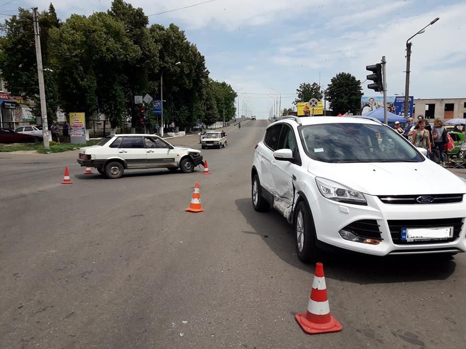 ДТП возле рынка: в Лозовой не разминулись две машины (ФОТО), фото-1