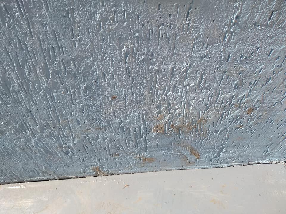 Вытерли грязные ноги: на Лозовщине испортили фасад публичной библиотеки, фото-2