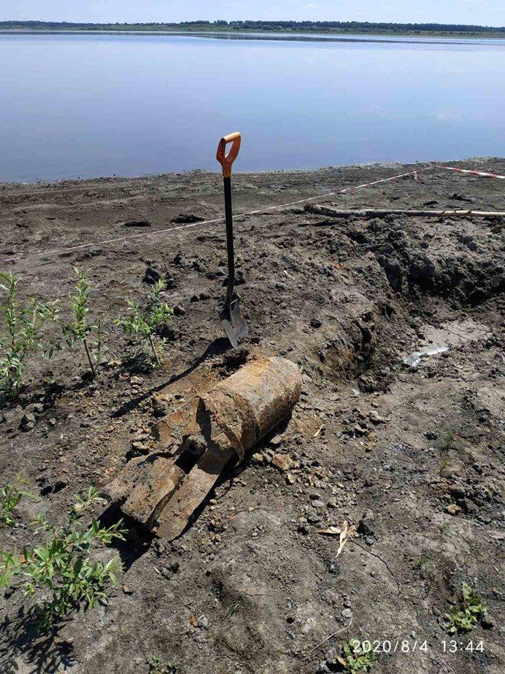 Дети нашли снаряд: на Лозовщине пиротехники  изъяли и обезвредили фугасную авиабомбу, фото-3