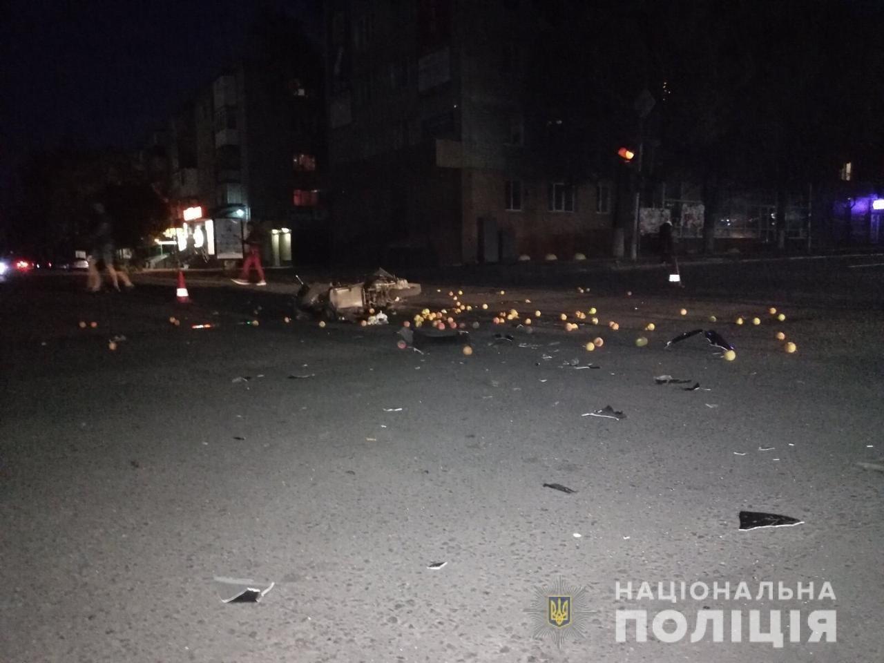Мужчина и ребёнок в больнице: в Лозовой возле рынка произошло ДТП, фото-5