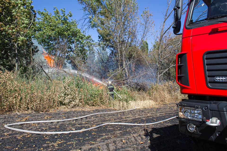 Лозовские спасатели 5 раз за день тушили возгорания сухой травы, фото-4