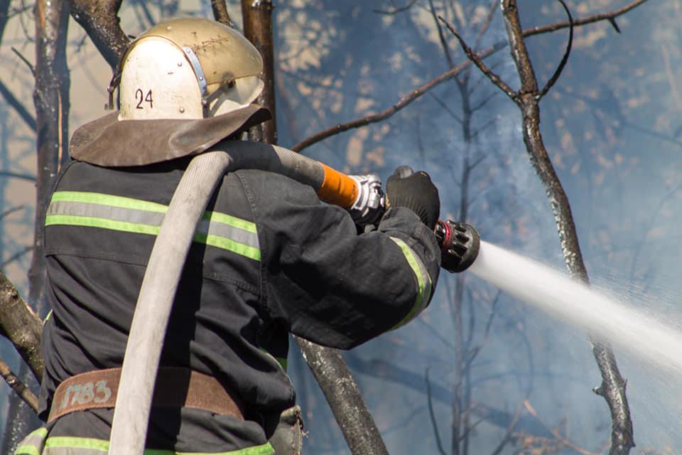 Лозовские спасатели 5 раз за день тушили возгорания сухой травы, фото-3