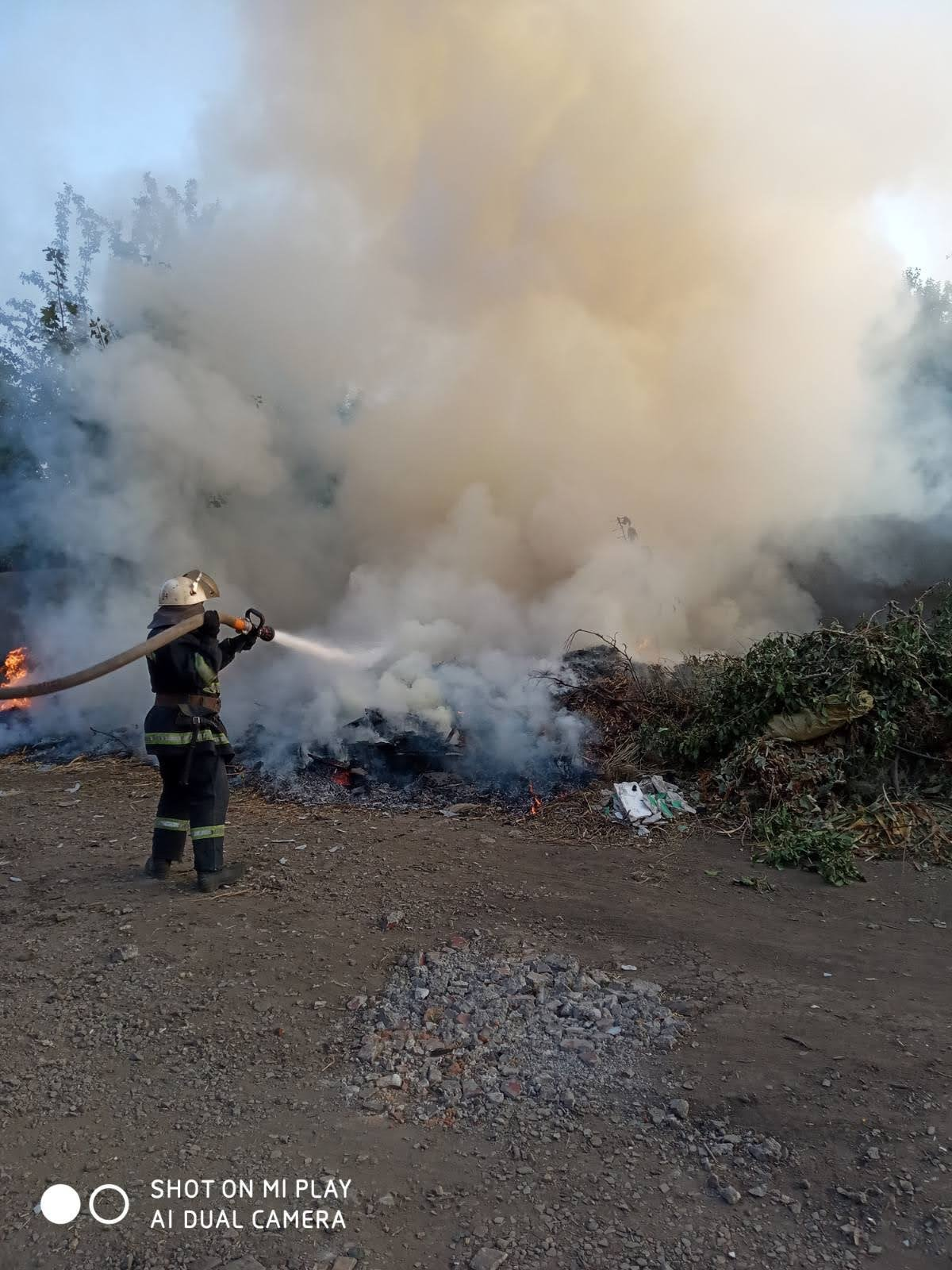 Горели трава и мусор: на Лозовщине за 2 суток  случилось 4 пожара, фото-1