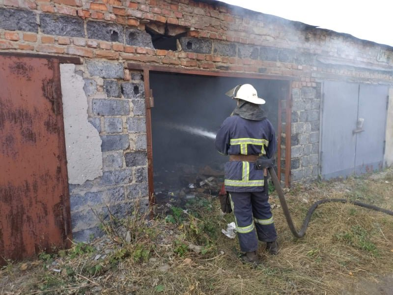 Поле, гараж и сарай: на Лозовщине, за выходные, случилось несколько пожаров (ФОТО, ВИДЕО), фото-2