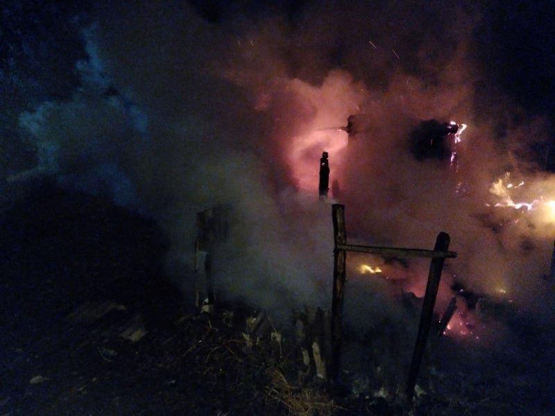 Поле, гараж и сарай: на Лозовщине, за выходные, случилось несколько пожаров (ФОТО, ВИДЕО), фото-1