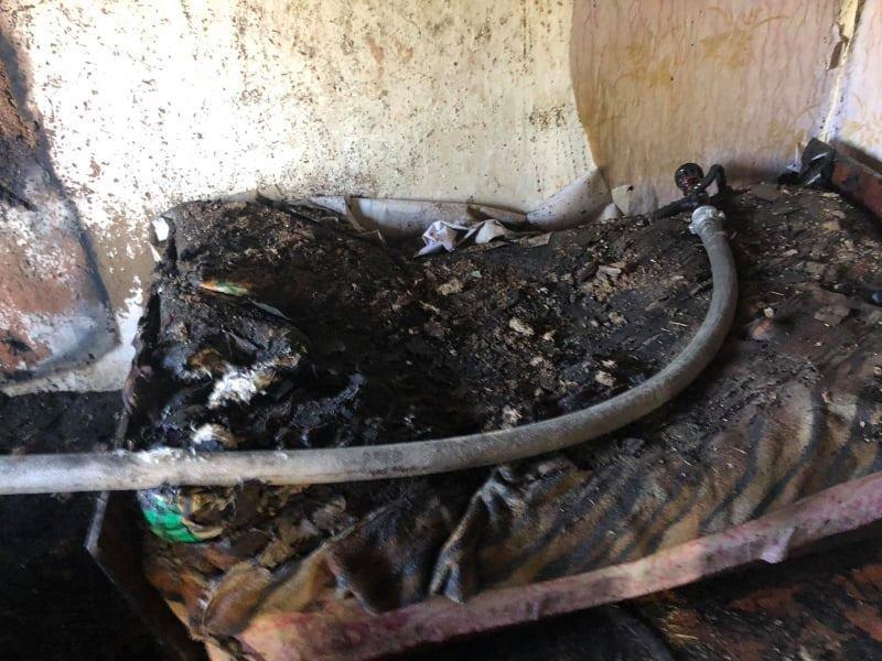 Сгорели домашние вещи: на Лозовщине в жилом доме случился пожар, фото-1