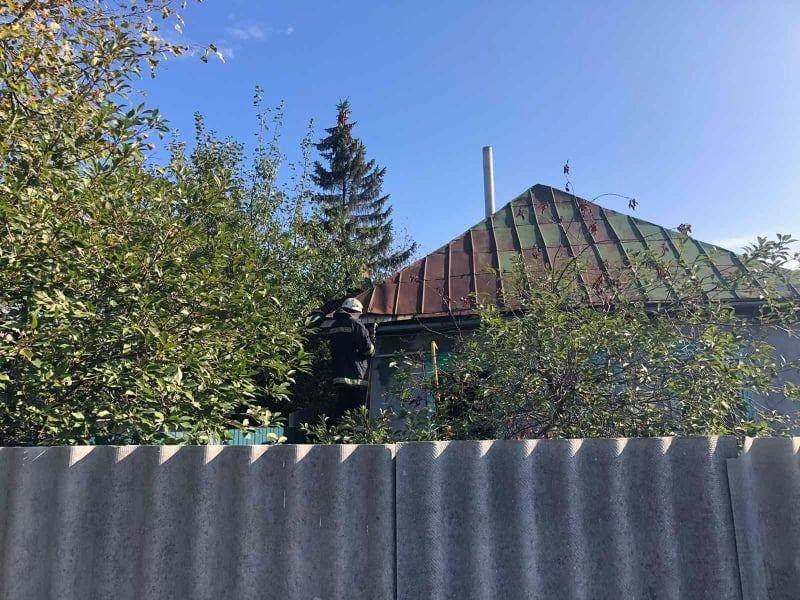 Сгорели домашние вещи: на Лозовщине в жилом доме случился пожар, фото-5