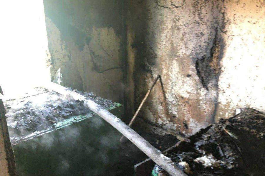 Сгорели домашние вещи: на Лозовщине в жилом доме случился пожар, фото-2