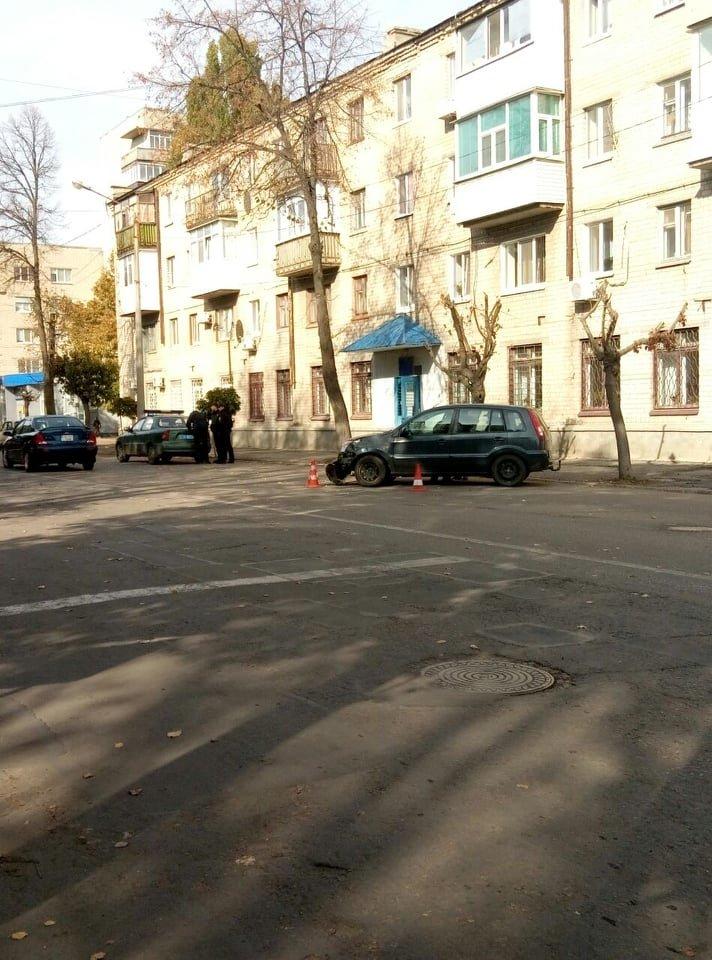 В Лозовой столкнулись Ford и мопед (ФОТО), фото-3
