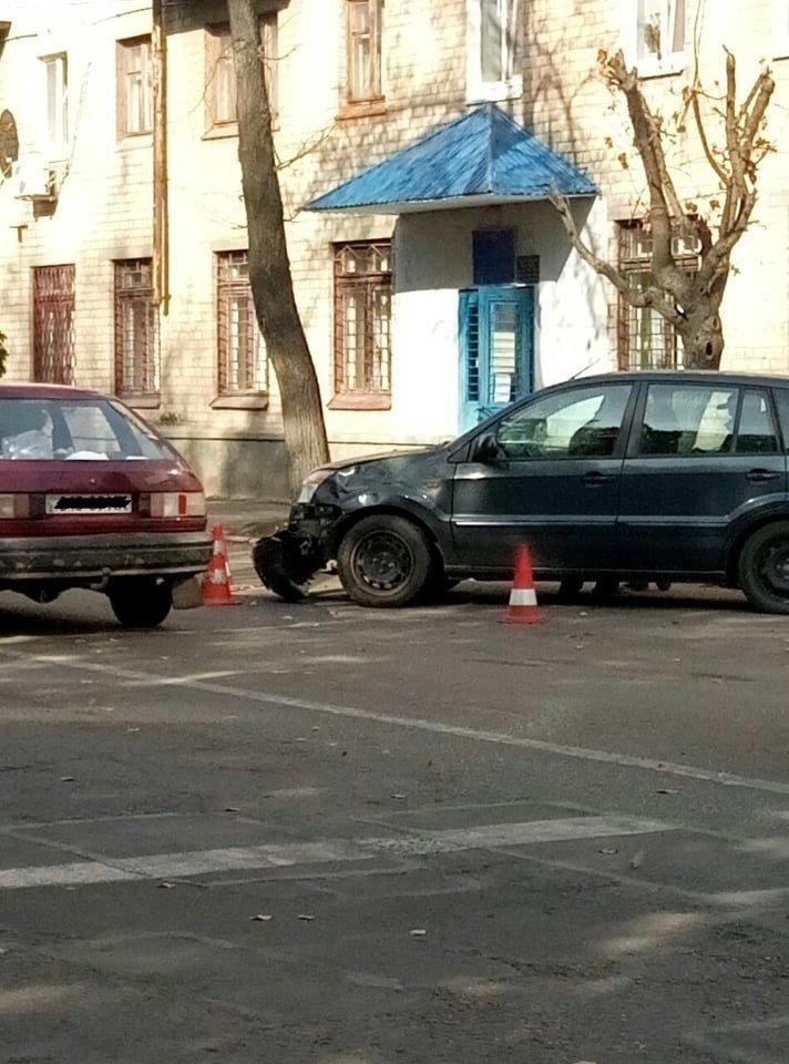 В Лозовой столкнулись Ford и мопед (ФОТО), фото-1